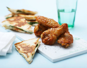 Chicken-Wings-m-bagt-tortilla-scaled-680x530